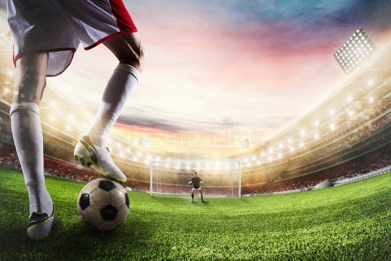 Fotbollslagman som är klar till sparkar bollen framme av målvakten framförande 3d fotografering för bildbyråer