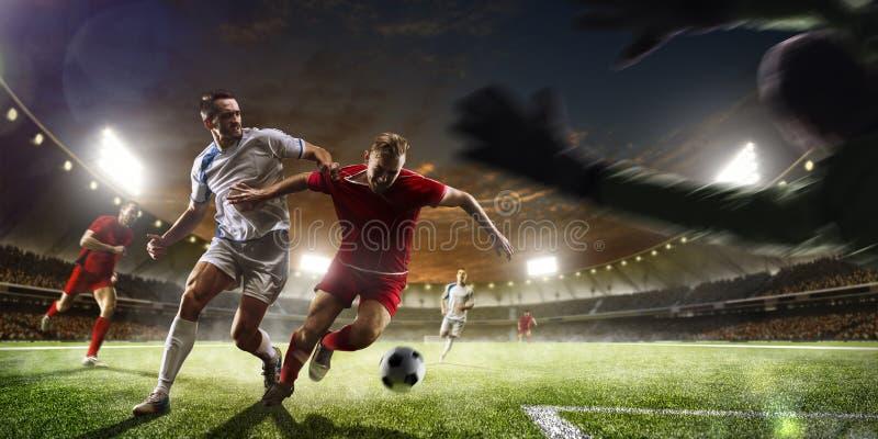 Fotbollspelare i handling på panorama för solnedgångstadionbakgrund arkivfoton