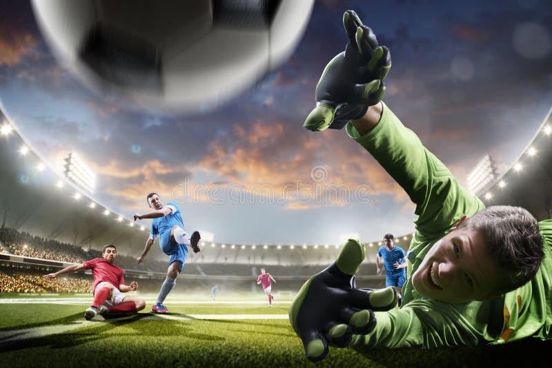 Fotbollspelare i handling på panorama för solnedgångstadionbakgrund royaltyfri bild