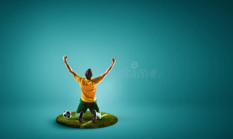 Fotbollspelare på rund sockel Blandat massmedia arkivfoto
