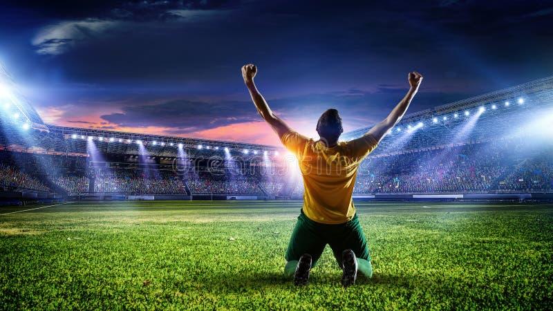 Fotbollspelare på stadion Blandat massmedia royaltyfria bilder