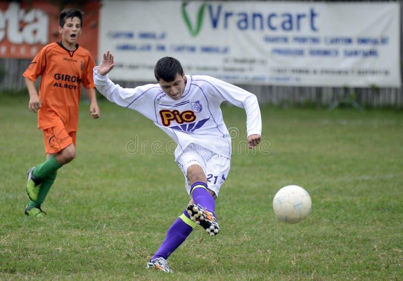 Fotbollsspelare i handling royaltyfri bild