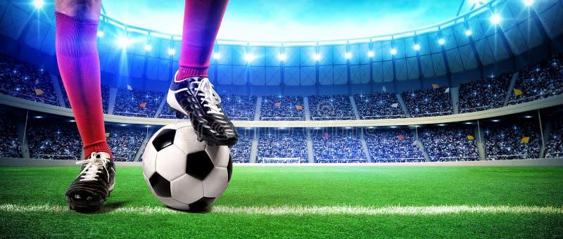 Fotbollsspelare med bollen arkivfoto