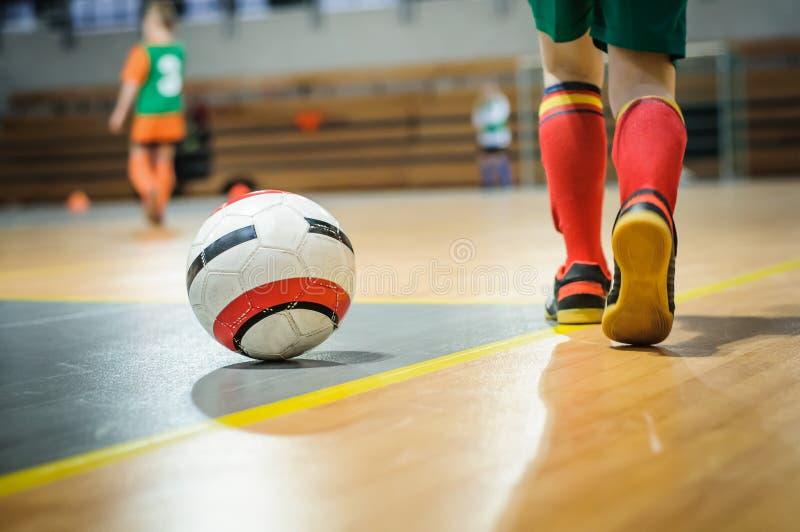 Fotbollutbildning för barn arkivfoto