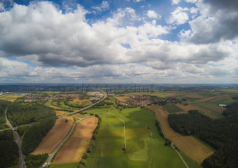 Foto aérea da paisagem perto da cidade de Herzogenaurach em Baviera em Alemanha foto de stock royalty free