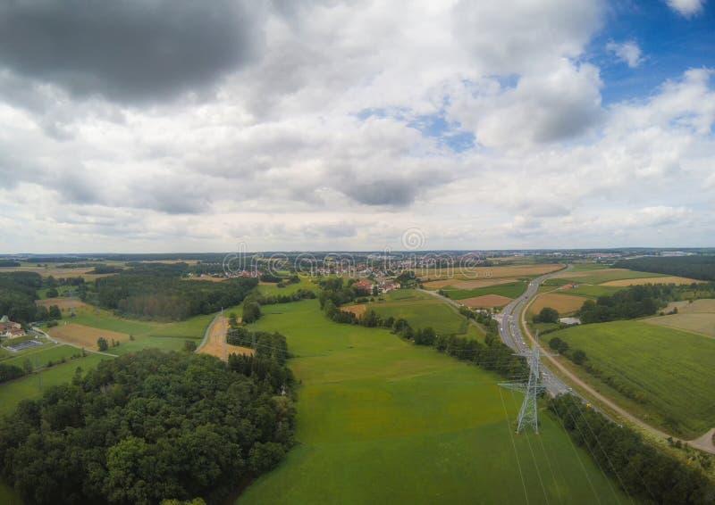 Foto aérea da paisagem perto da cidade de Herzogenaurach em Baviera em Alemanha imagens de stock