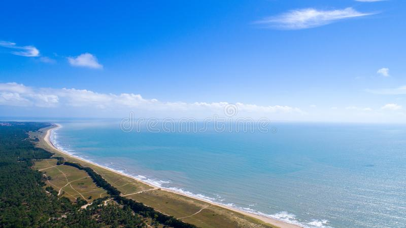Foto aérea da praia de Barre de Monts do La no Vendee fotos de stock royalty free