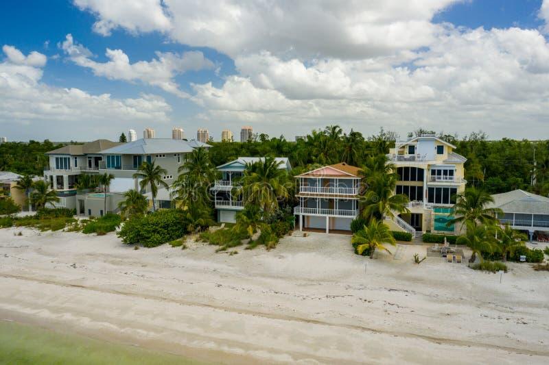 Foto aérea de beachfront de férias de Barefoot Beach FL imagens de stock royalty free