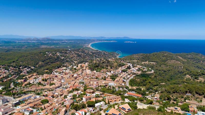 Foto aérea de Begur en Cataluña imágenes de archivo libres de regalías