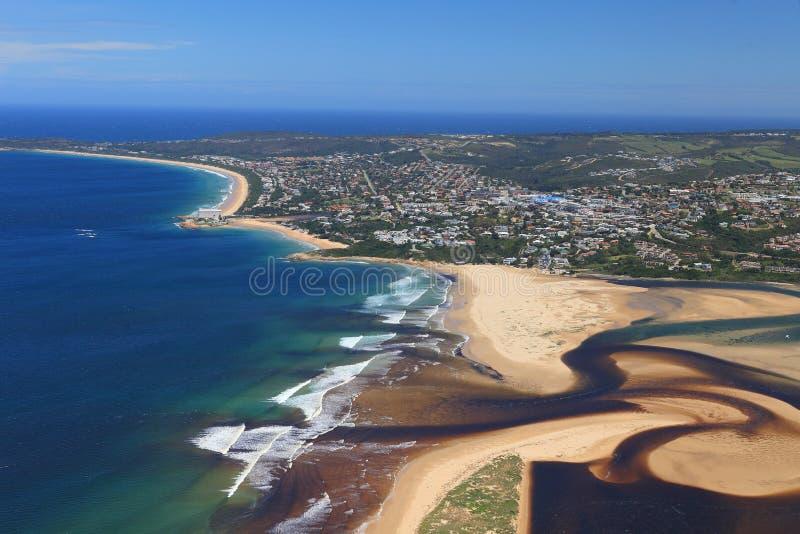 Foto aérea de la bahía de Plettenberg en Suráfrica imagen de archivo