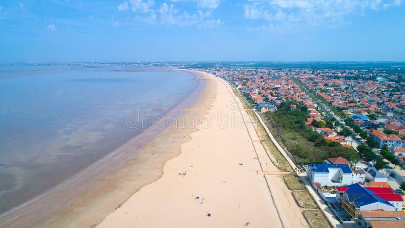 Foto aérea de la playa de Chatelaillon en Charente-Maritime imagen de archivo libre de regalías