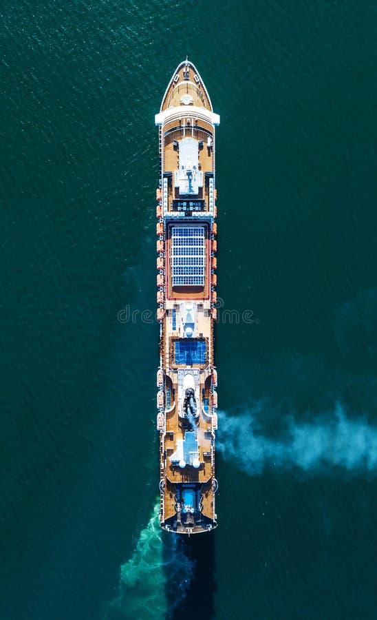 Foto aérea de un barco de cruceros fotografía de archivo
