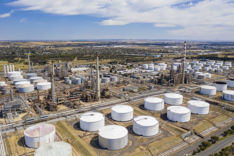 Foto aérea de una refinería de petróleo fotografía de archivo libre de regalías