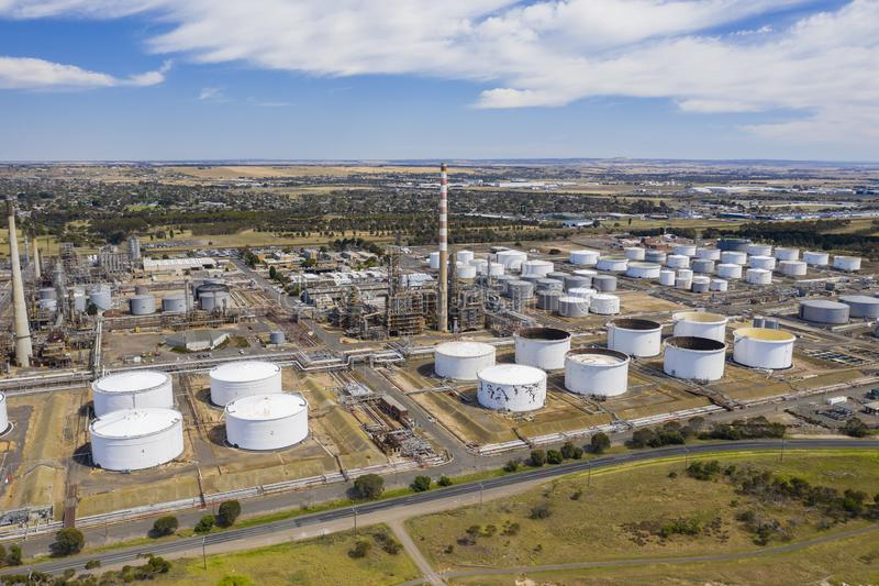 Foto aérea de una refinería de petróleo fotos de archivo