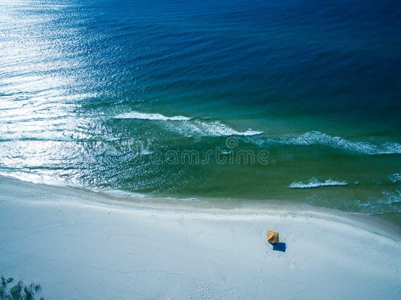 Foto aérea del abejón - océano y playas hermosos de las orillas/fuerte Morgan, Alabama del golfo fotos de archivo libres de regalías