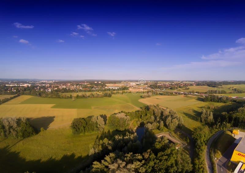 Foto aérea del paisaje cerca del canal de principal-Danubio cerca de Erlangen en Baviera fotografía de archivo