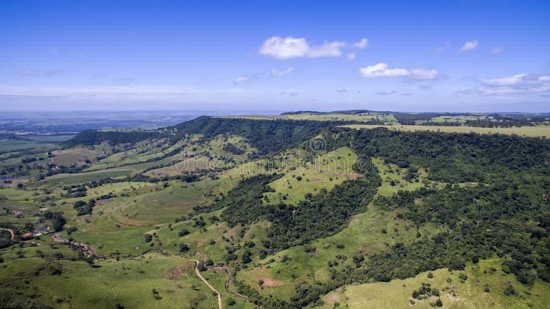 Foto aérea del paisaje de la montaña en São Pedro, SP, el Brasil imágenes de archivo libres de regalías