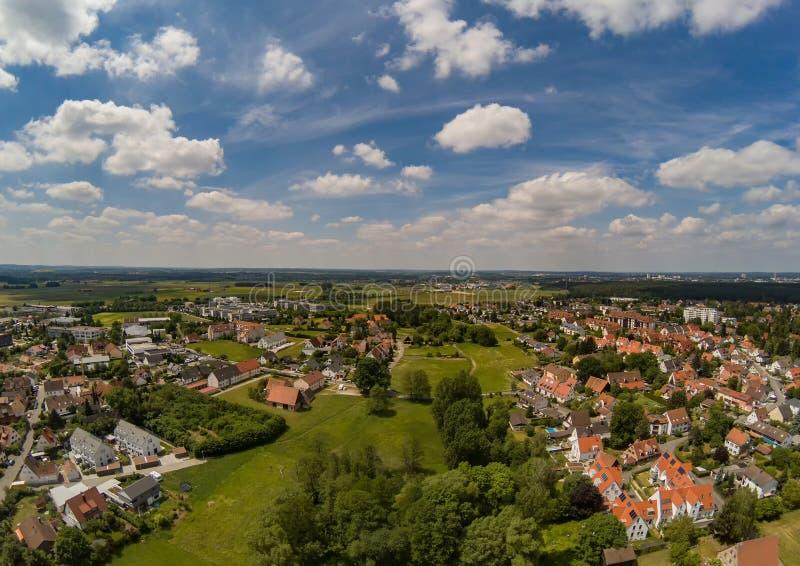 Foto aérea del pueblo Tennenlohe cerca de la ciudad de Erlangen imagen de archivo libre de regalías