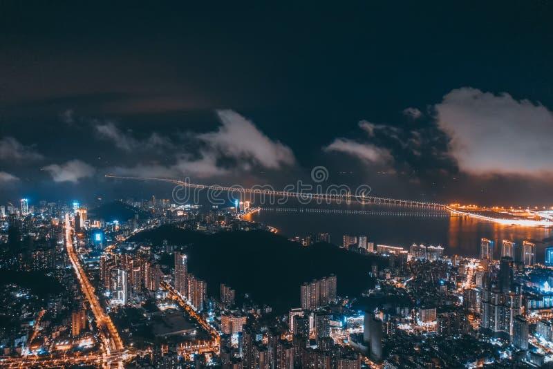 Foto aérea del puente de hong kong-zhuhai-Macao en la noche fotos de archivo libres de regalías