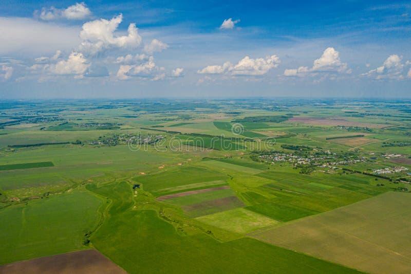 Foto aérea do campo da agricultura - ajardina a foto do zangão imagem de stock