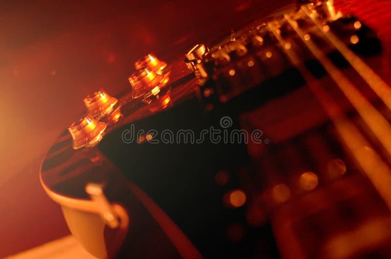 Foto abstracta de la guitarra eléctrica, blanco y negro macra fotos de archivo libres de regalías