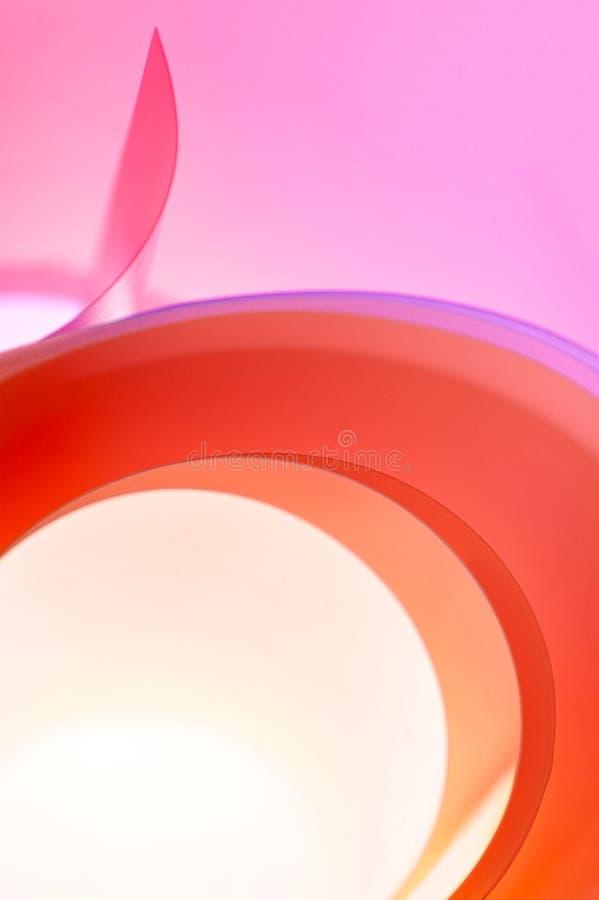 Foto abstracta - fondo de anillos multicolores con una pendiente fotos de archivo