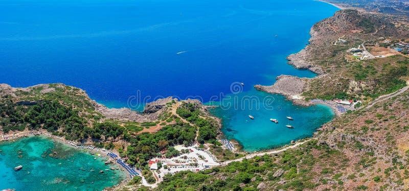 Foto aerea Anthony Quinn del fuco di vista di occhio di uccelli e baia di Ladiko sull'isola di Rodi, Dodecanese, Grecia Panorama  immagine stock