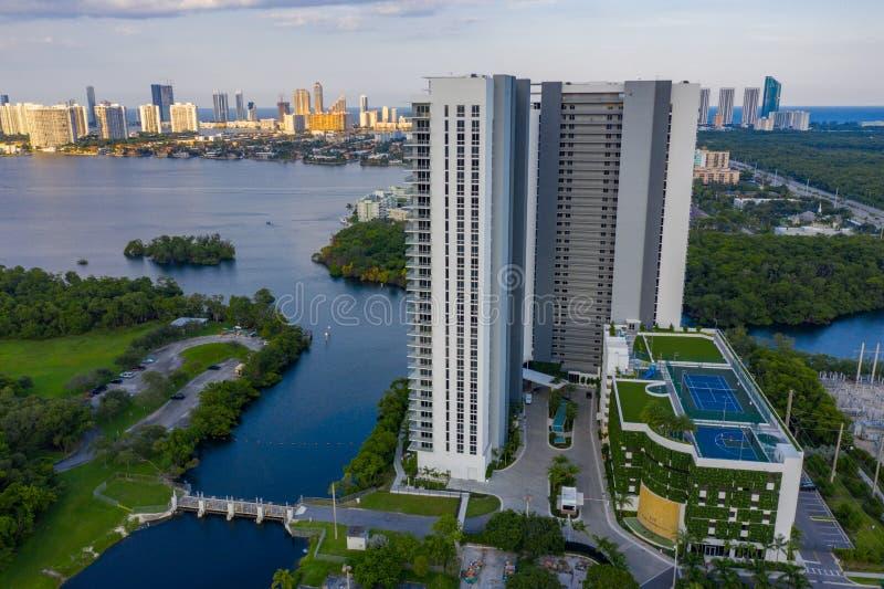 Foto aerea del drone The Harbor Condominium North Miami Beach FL immagine stock