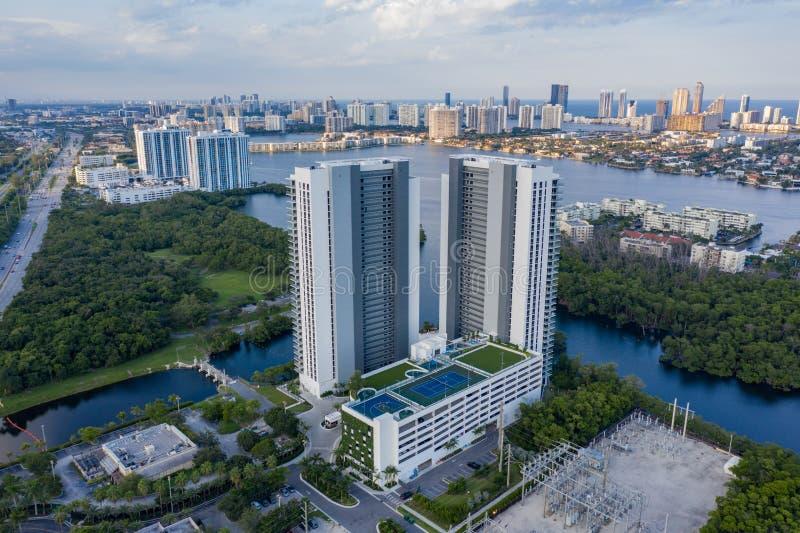 Foto aerea del drone The Harbor Condominium North Miami Beach FL immagine stock libera da diritti