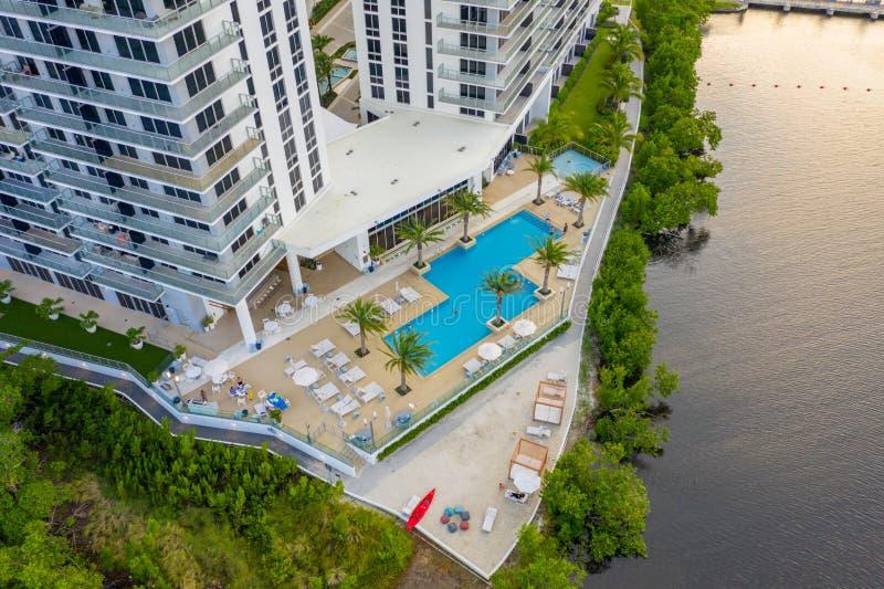 Foto aerea del drone The Harbor Condominium North Miami Beach FL fotografia stock libera da diritti