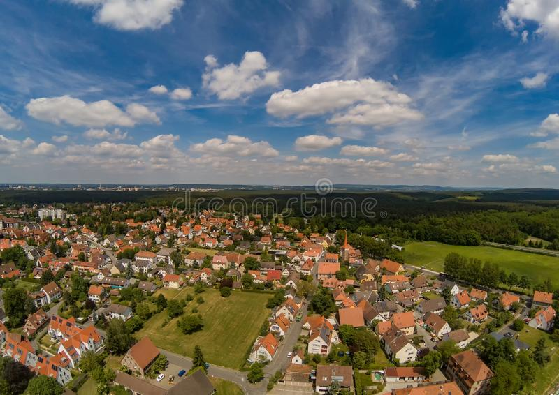 Foto aerea del villaggio Tennenlohe vicino alla città di Erlangen fotografie stock libere da diritti