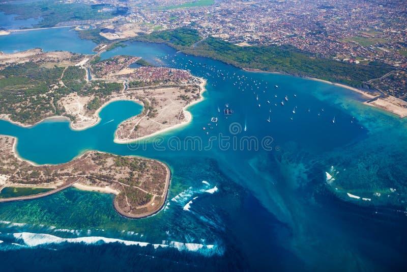 Foto aerea dell'isola di Pulau Serangan (isola della tartaruga) e di Bali fotografia stock