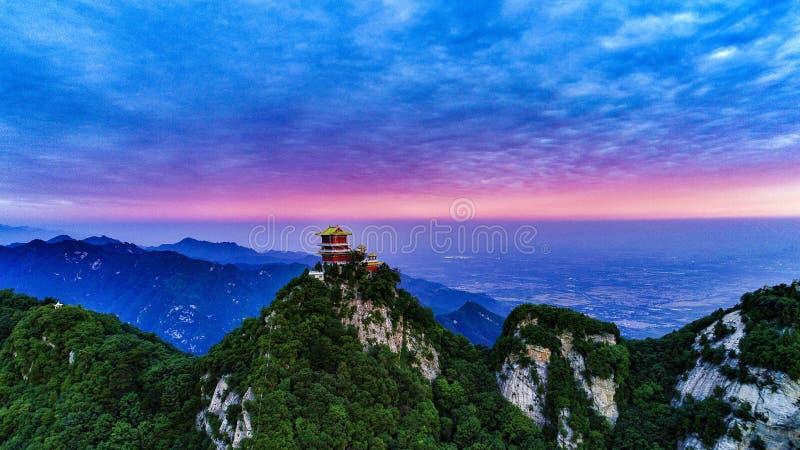 Foto aerea 2018 di alba in montagna di Wutai, montagne di Qinling del sud, provincia di Shaanxi, Cina immagini stock libere da diritti