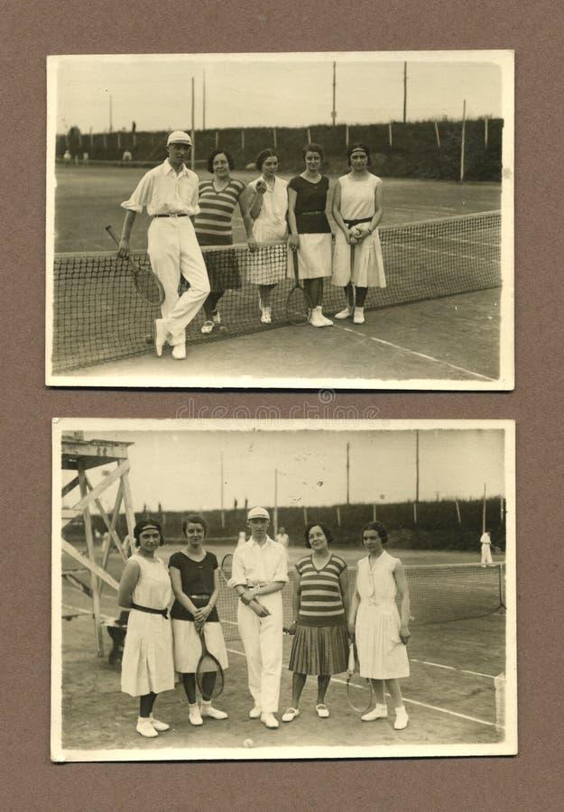 Foto antica di originale 1915 - la gente che gioca tennis fotografia stock