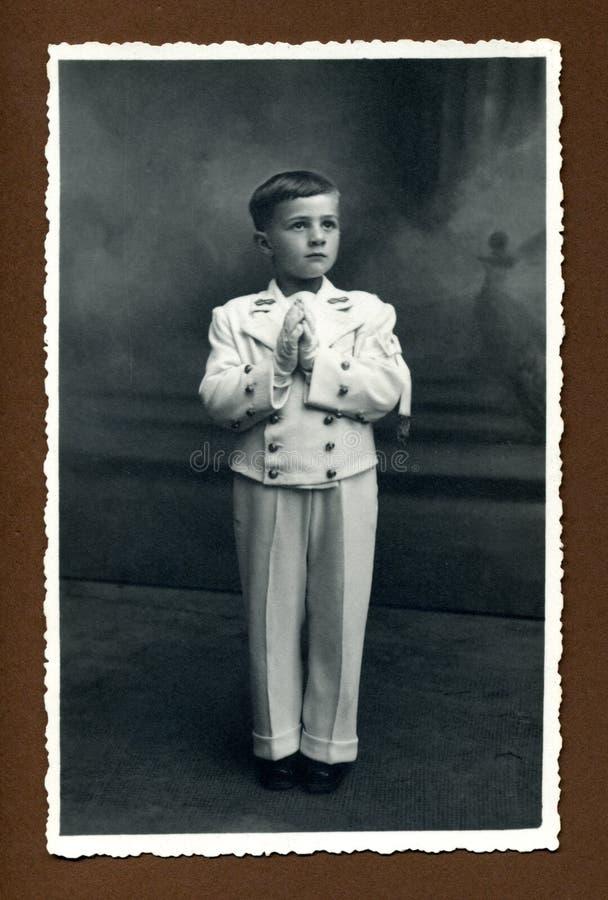 Foto antica di originale 1942 - prima comunione fotografia stock