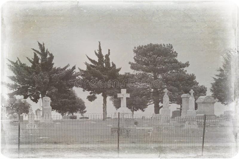 Foto apenada espeluznante de un cementerio fotografía de archivo