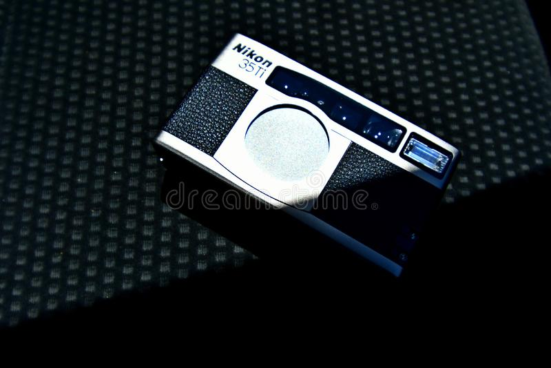 Foto ascendente próxima do Nikon 35Ti, CÂMERA retro fotografia de stock royalty free