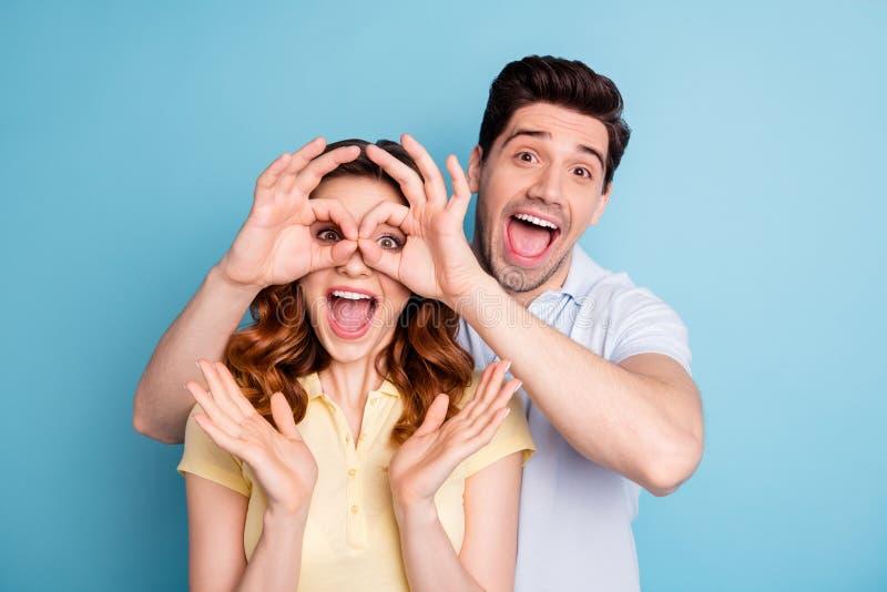Foto aufgeregten besten Symbols okey Freunde der Paare mustert Spezifikt., unglaubliche Neuheit zu formen, zufällige T-Shirts lok stockbilder