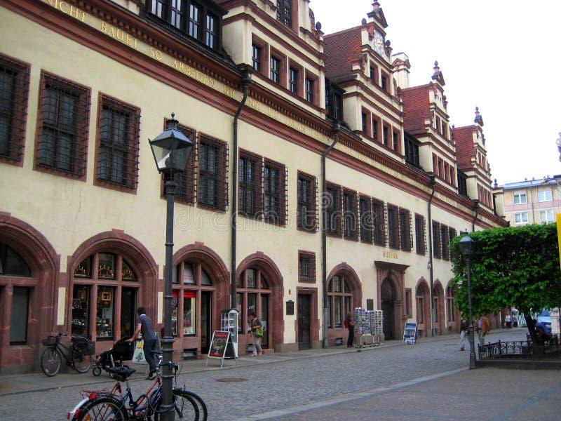 Foto av arkitektoniska byggnader av det gamla stadshuset på marknadsfyrkanten, var idagen lokaliseras museet av historien av t royaltyfria bilder