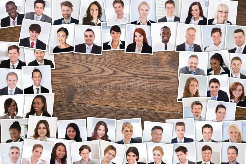 Foto av att le Businesspeople royaltyfria bilder