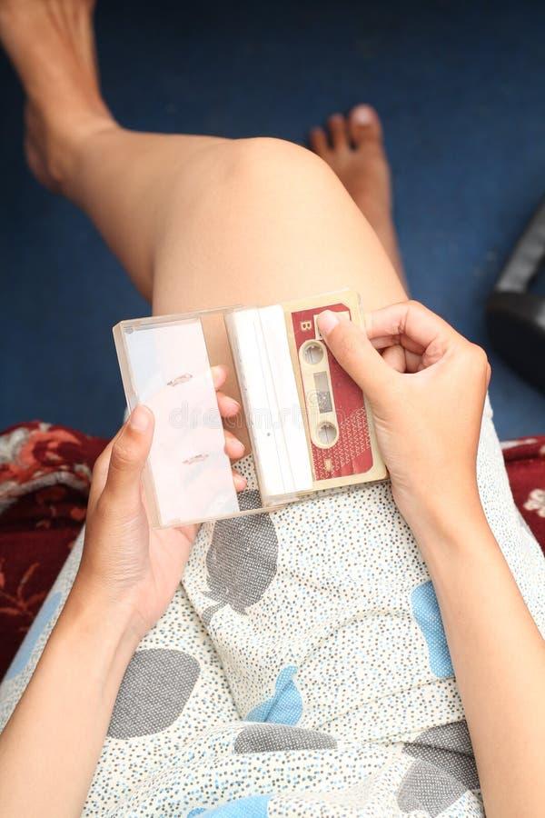 Foto av att rymma ett kassettband, version 3 royaltyfria bilder