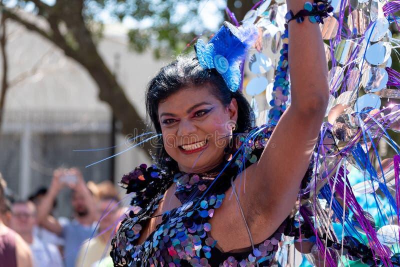 Foto av deltagaren på den bögPride Parade händelsen i Cape Town, Sydafrika i 2019 royaltyfria bilder