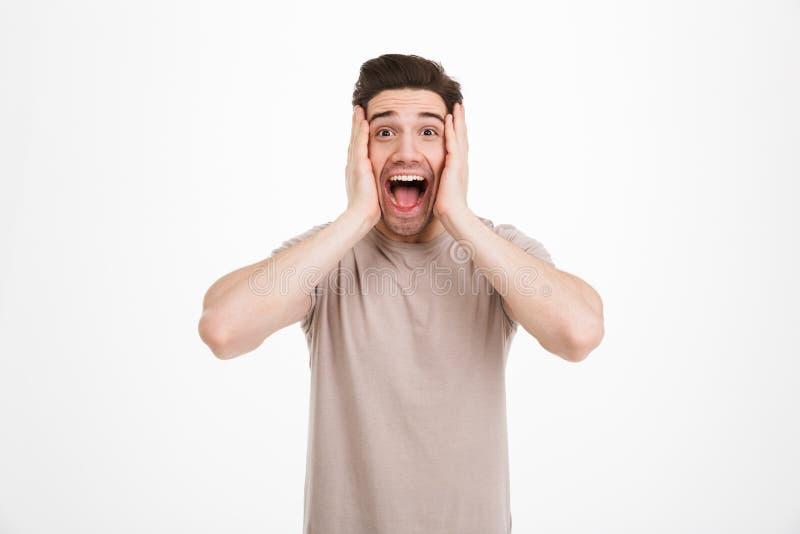 Foto av den emotionella orakade grabben med spännande ansiktsuttryck royaltyfri fotografi