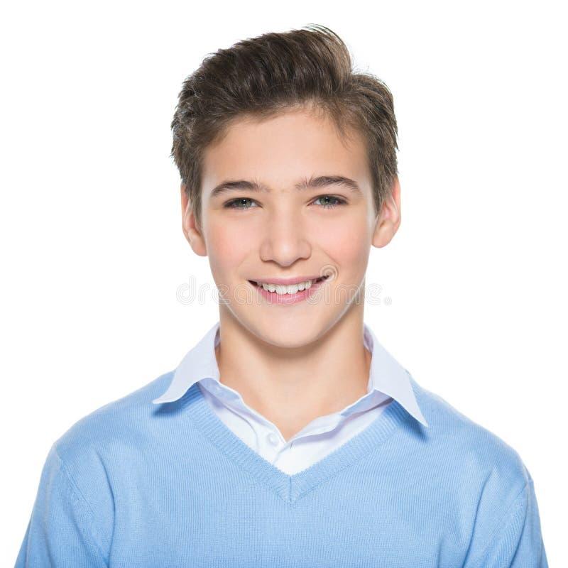 Foto av den förtjusande tonårs- unga lyckliga pojken arkivfoto