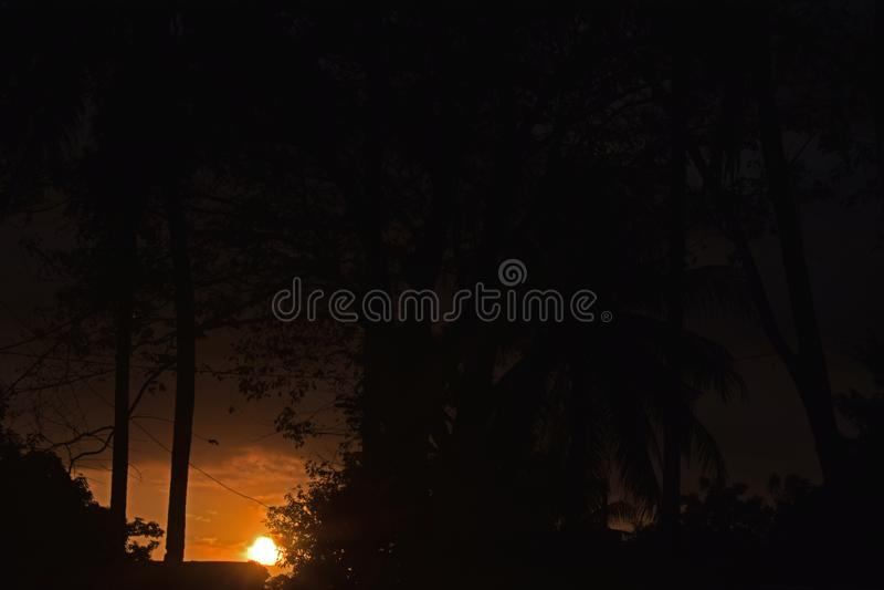 Foto av den härliga solnedgången fotografering för bildbyråer