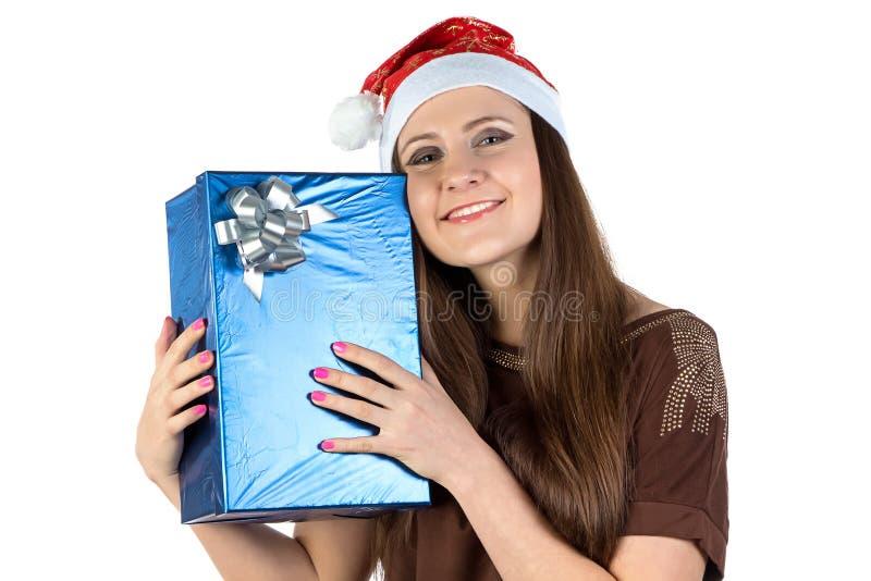Foto av den lyckliga kvinnan med gåvan arkivfoto