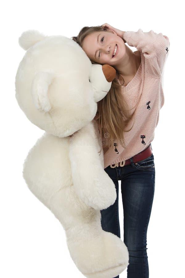 Foto av den lyckliga tonårs- flickan med nallebjörnen arkivfoton
