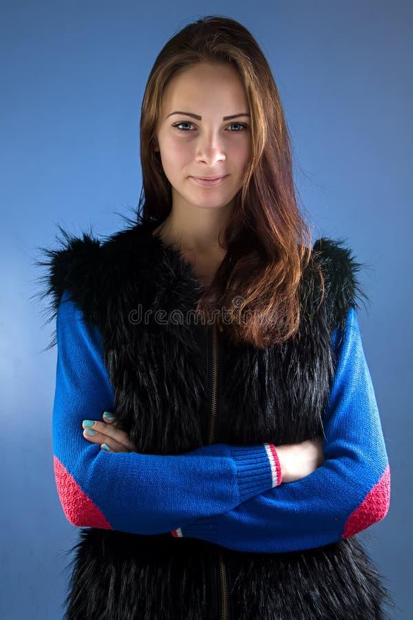 Foto av den tonårs- flickan med korsade armar fotografering för bildbyråer