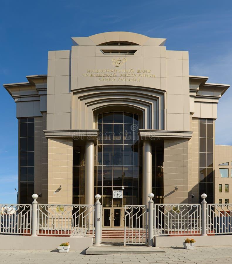 Foto av fasaden i byggandet av Tjuvaskiska republikens nationalbank Cheboksary Ryssland royaltyfri fotografi