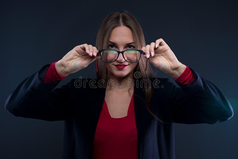 Foto av hållande exponeringsglas för kvinna royaltyfria foton
